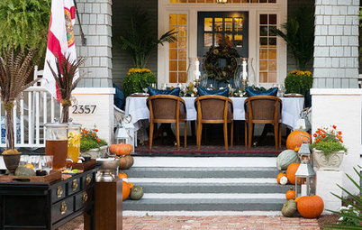 15 Entryways That Celebrate Fall With Dazzling Color