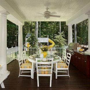 Inspiration för en vintage veranda på baksidan av huset