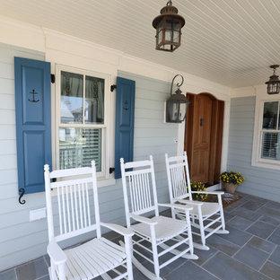 Ispirazione per un portico stile marino davanti casa