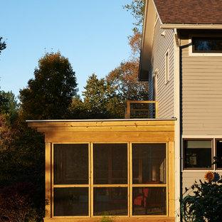 Idee per un patio o portico moderno di medie dimensioni e nel cortile laterale con un portico chiuso e una pergola