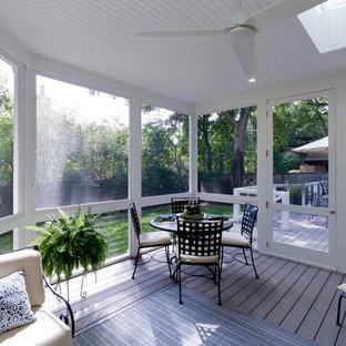 Immagine di un portico contemporaneo di medie dimensioni e dietro casa con un portico chiuso e pedane