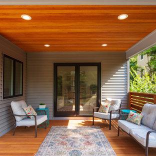 Immagine di un portico minimalista di medie dimensioni e davanti casa