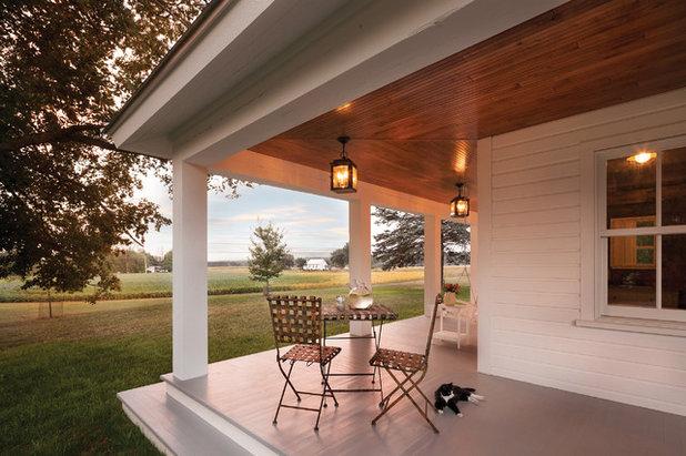 den herbst verschaukeln auf einer amerikanischen veranda. Black Bedroom Furniture Sets. Home Design Ideas