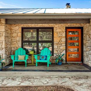 Diseño de terraza tradicional renovada, pequeña, en patio delantero, con losas de hormigón