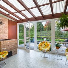 Midcentury Porch by Peterssen/Keller Architecture