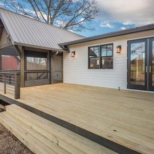 他の地域の広いカントリー風おしゃれな縁側・ポーチ (網戸付きポーチ、デッキ材舗装、張り出し屋根) の写真