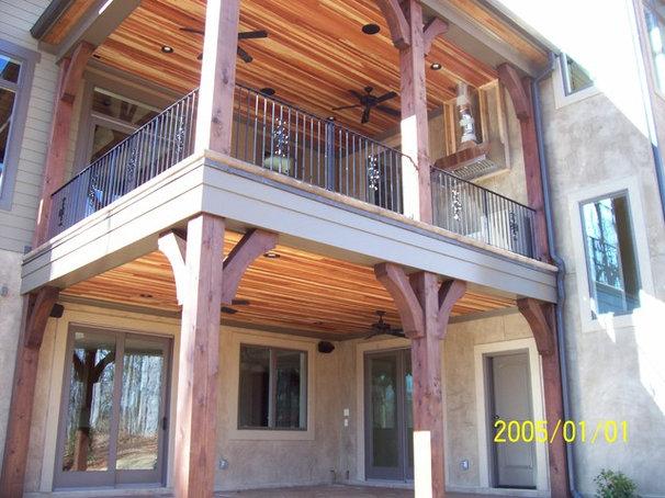 Modern Porch by Grainda Builders, Inc.