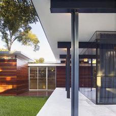Modern Porch by Baldridge Architects