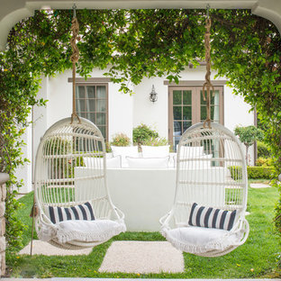 Inspiration for a transitional porch remodel in Los Angeles