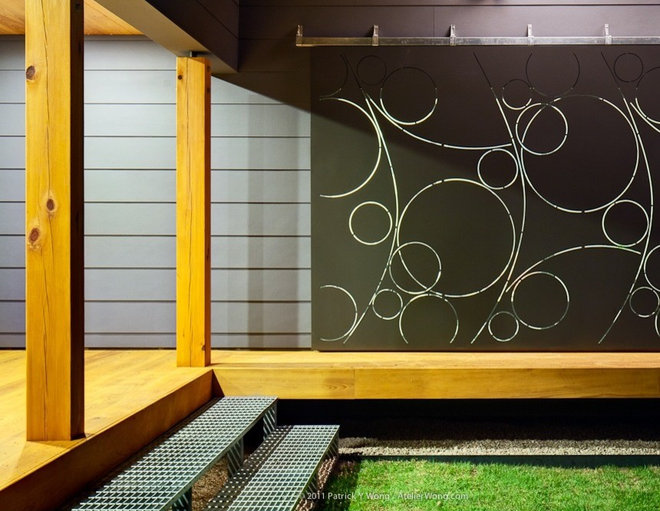 Contemporary Porch by Stuart Sampley Architect