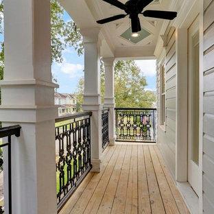 Foto di un portico vittoriano di medie dimensioni con un tetto a sbalzo