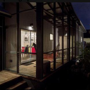 Esempio di un portico industriale di medie dimensioni e nel cortile laterale con un portico chiuso, pedane e un tetto a sbalzo