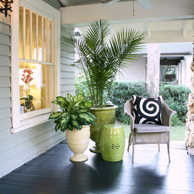 Transitional front porch idea in Tampa