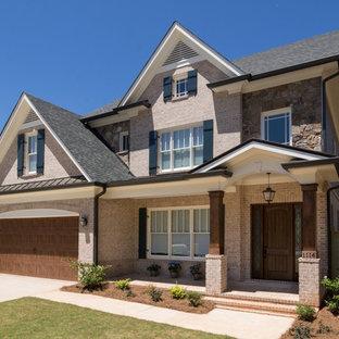 Idee per un portico chic di medie dimensioni e davanti casa con un giardino in vaso, pavimentazioni in mattoni e un tetto a sbalzo