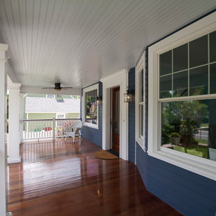 Inspiration for a country front porch remodel in New York