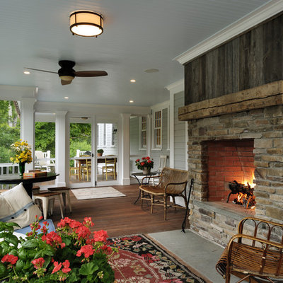 Classic screened-in front porch idea in New York