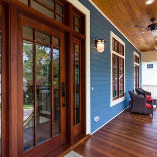 Foto di un portico american style di medie dimensioni e davanti casa con un tetto a sbalzo e pedane