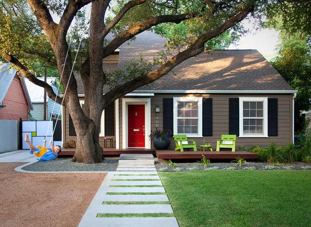 Modern Porch by austin outdoor design