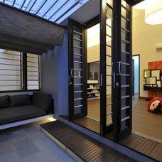 Modern Porch by PGDS