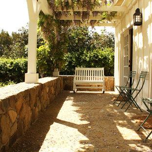 Foto di un portico country con una pergola