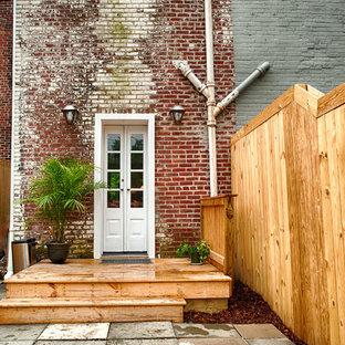 Foto di un piccolo portico industriale dietro casa con un giardino in vaso e pedane