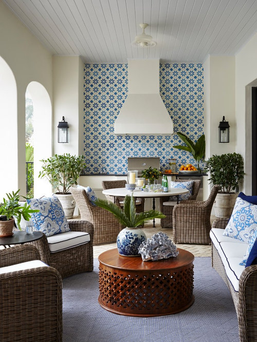 1 182 tropical porch design ideas remodel pictures houzz for Small lanai decorating ideas