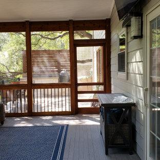Idee per un grande portico boho chic dietro casa con lastre di cemento e un tetto a sbalzo