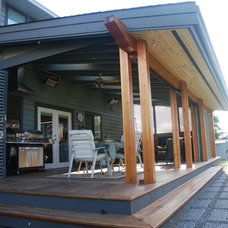 Contemporary Porch by Bear Creek Special Projects (BCprojects.ca)