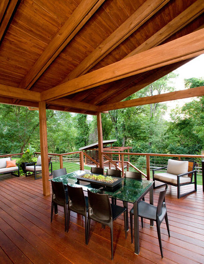 Modern Porch by Ryan Duebber Architect, LLC