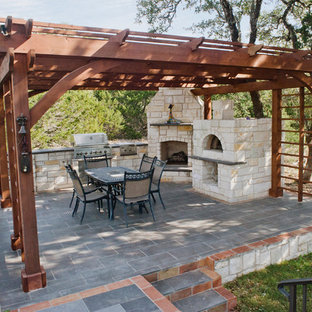 Charmant Inspiration For A Huge Rustic Tile Porch Remodel In Austin With A Pergola