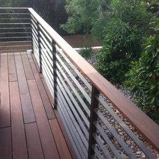 Modern Porch by El Gato