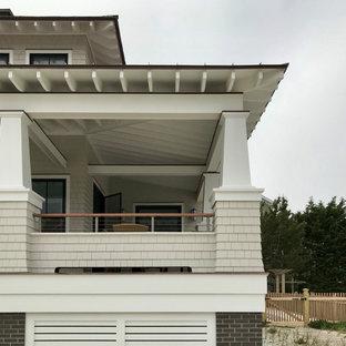 Esempio di un grande portico stile marinaro davanti casa con pedane, un tetto a sbalzo e parapetto in cavi