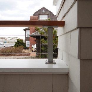 Immagine di un grande portico stile marino nel cortile laterale con pedane, un tetto a sbalzo e parapetto in cavi