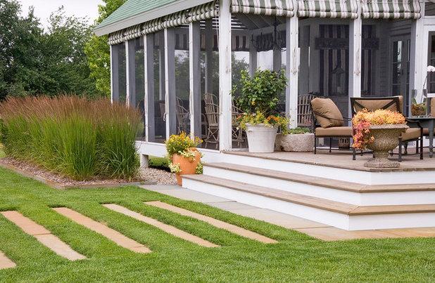 Modern Veranda by Craig Bergmann Landscape Design