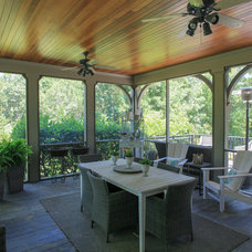 Traditional Porch by Hood Herring Architecture Pllp