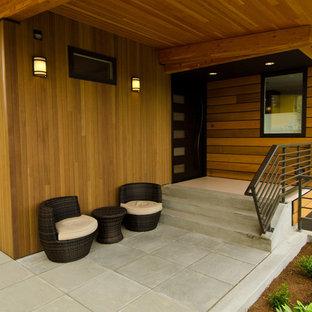 Bild på en funkis veranda, med takförlängning