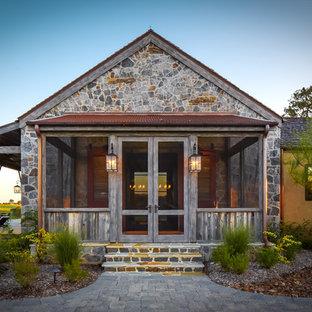 Ejemplo de porche cerrado rural en anexo de casas