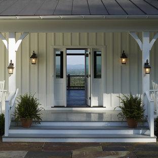 Inspiration för en lantlig veranda, med takförlängning