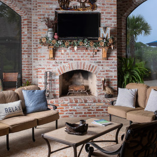 Island style screened-in porch idea in New Orleans