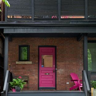 Ispirazione per un portico eclettico di medie dimensioni e davanti casa con un tetto a sbalzo