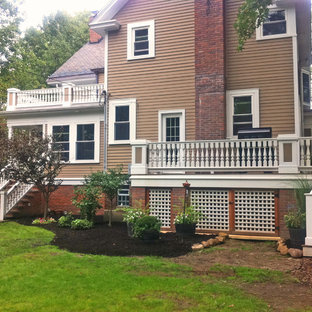 This is an example of a traditional front porch design in Cleveland.