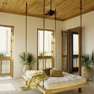 Idées déco pour un grand porche arrière exotique avec une moustiquaire et du carrelage.