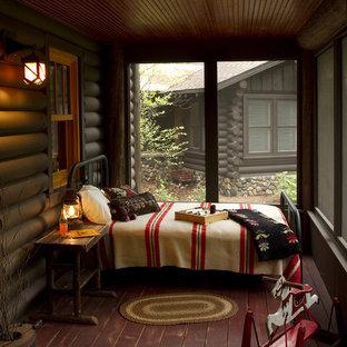 Idee per un portico rustico con pedane, un tetto a sbalzo e un portico chiuso