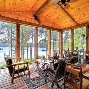 Bild på en rustik veranda