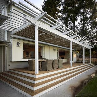 Modelo de terraza de estilo de casa de campo con entablado