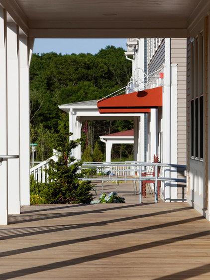 Eclectic Porch by Union Studio, Architecture & Community Design