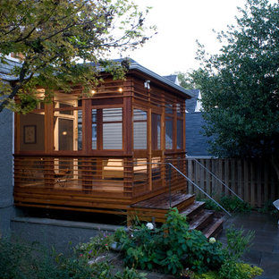 Ispirazione per un portico contemporaneo con un tetto a sbalzo e un portico chiuso