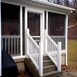 Esempio di un portico vittoriano dietro casa con un portico chiuso, pedane e un tetto a sbalzo