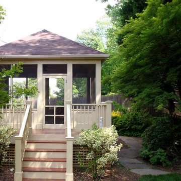 Screened Porch and Stairway
