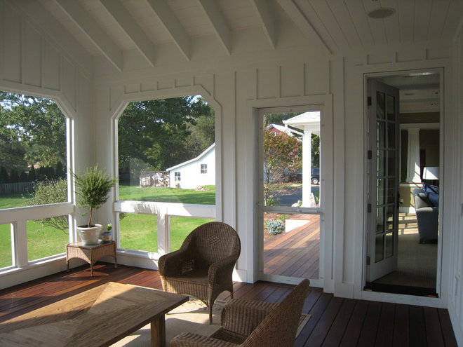 Farmhouse Porch by New Urban Home Builders